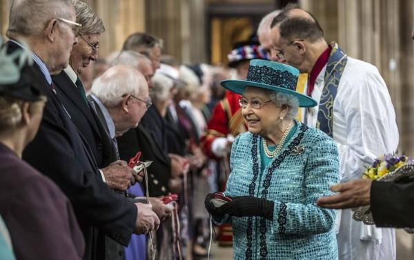 erzsébet-királynő-kézfogás