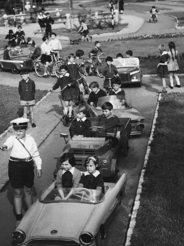 gyerekek-autóban