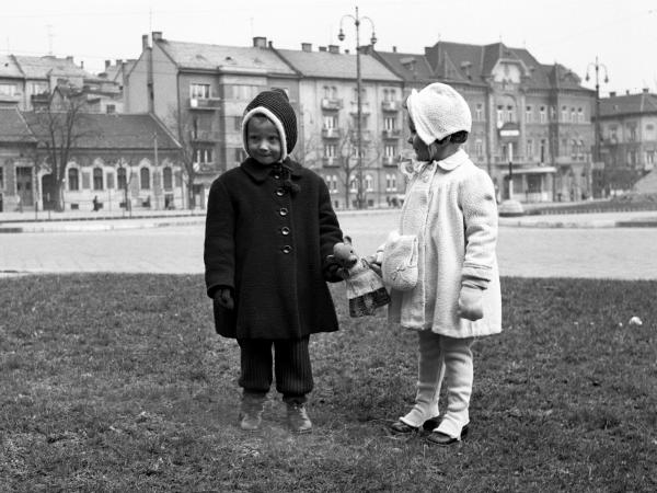 gyerekek-mackó