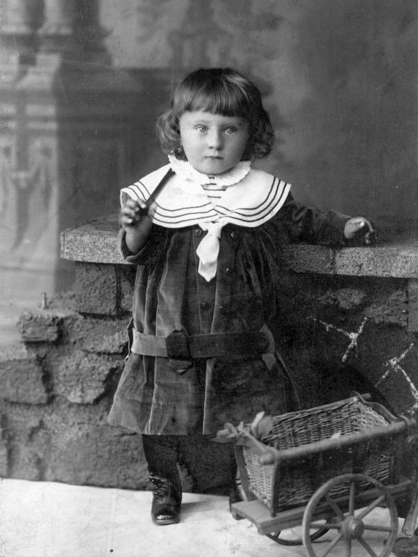 kislány-babakocsi