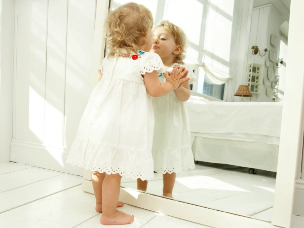 kislány-tükör