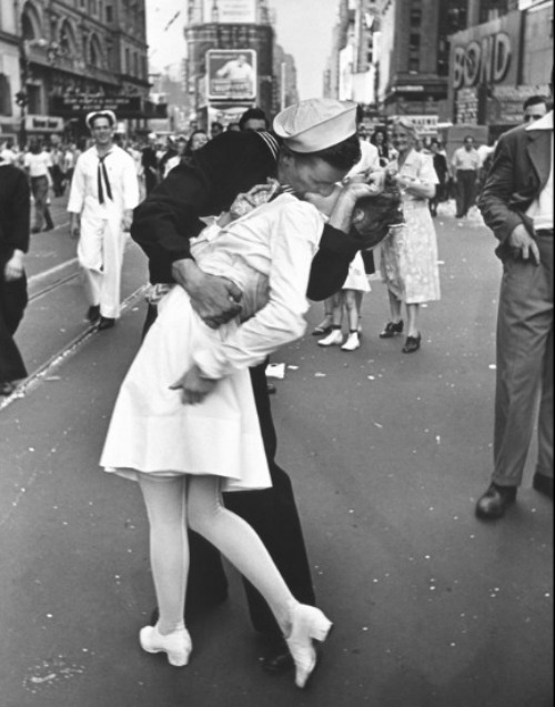 Premium Rates Apply. NEW YORK, UNITED STATES - AUGUST 14: A jubilant American sailor clutching a white-uniformed nurse in a back-bending, passionate kiss as he vents his joy while thousands jam Times Square to celebrate the long awaited-victory over Japan. (Photo by Alfred Eisenstaedt/Pix Inc./Time & Life Pictures/Getty Images)