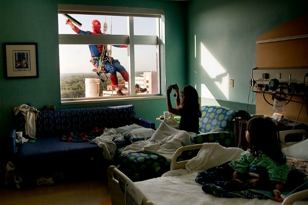 spiderman-window-washers-childrens-hospital-11