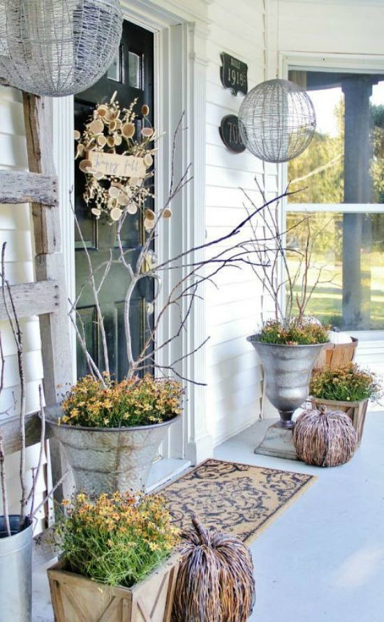 gallery-1472054331-fall-front-door-decor