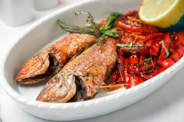 Fried fish with red peppers and lemon.