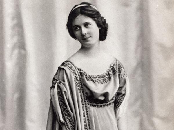 Dancer Isadora Duncan (1878-1927) in stage costume, Postcard