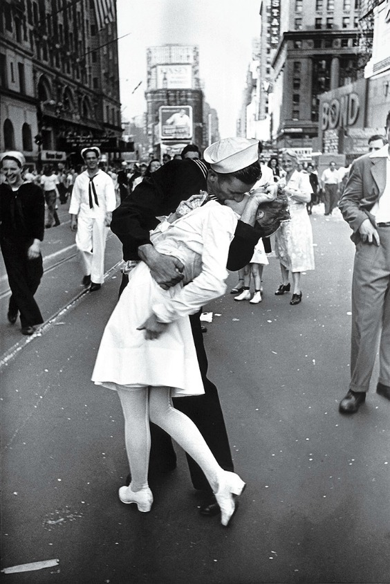 time-100-influential-photos-alfred-eisenstaedt-v-j-day-times-square-38