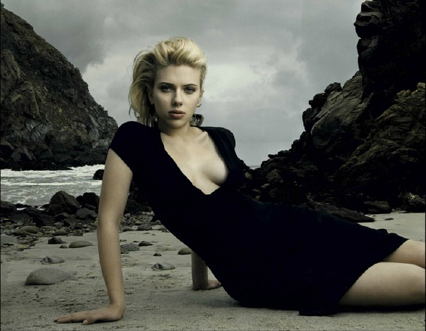Scarlett Johansson, actress. Big Sur, California, August 2005. 2006 ©Annie LEIBOVITZ (CONTACT PRESS IMAGES) Let op! Speciale prijzen, toestemming vereist. Approval needed, Special fees apply!