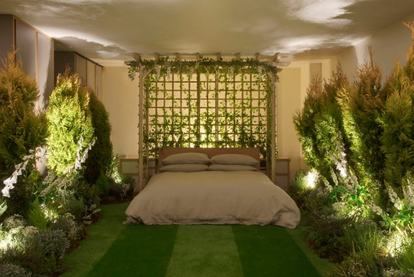 Airbnb-helps-combat-winter-blues-with-magical-green-wonderland-and-experiences-5888938b5d974__880