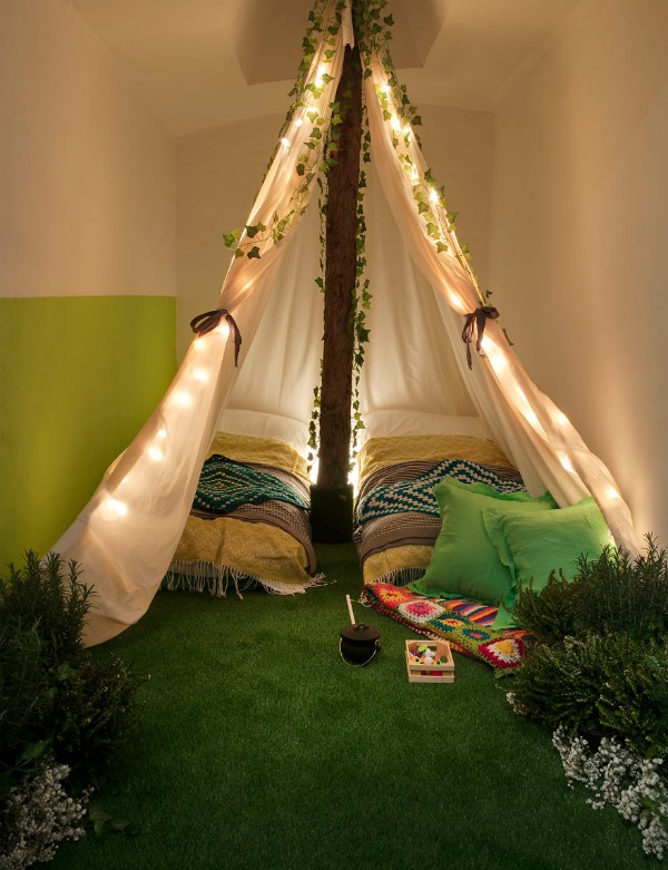 Airbnb-helps-combat-winter-blues-with-magical-green-wonderland-in-London-5889bddb3ba5b__880