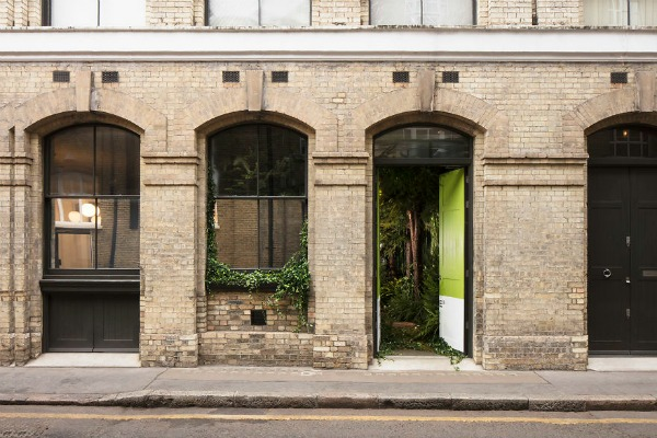 Airbnb-helps-combat-winter-blues-with-magical-green-wonderland-in-London-5889bf7c60db6__880