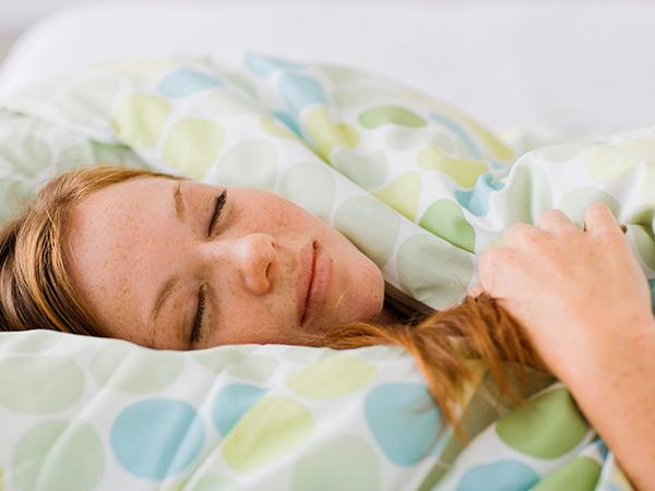 nő-alszik