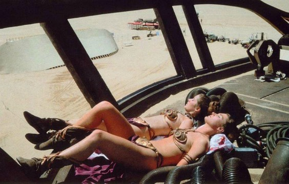 twin-leias-sunbathing-photo-u1