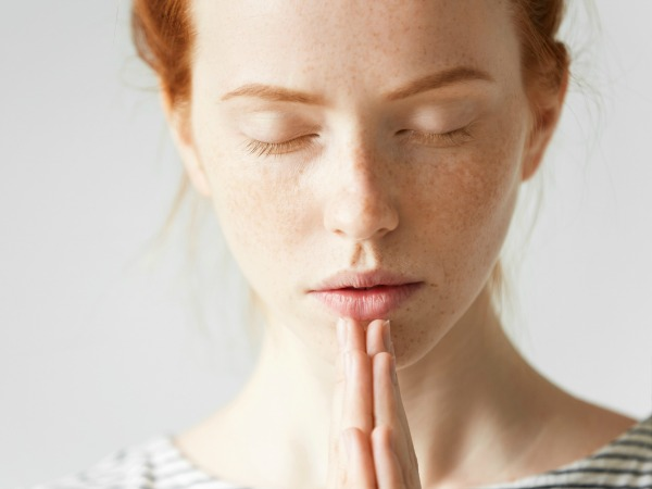 nő-meditál