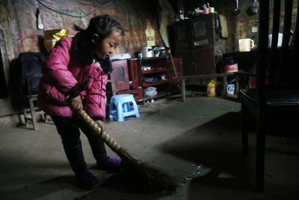 5-year-old-girl-takes-care-grandma-anna-016