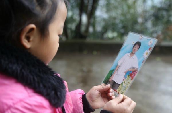 5-year-old-girl-takes-care-grandma-anna-017