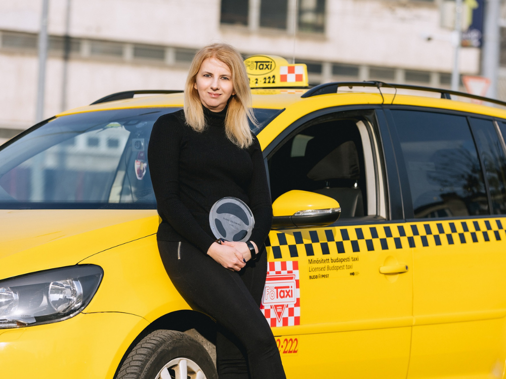 Háromgyermekes édesanya az év taxisofőrje