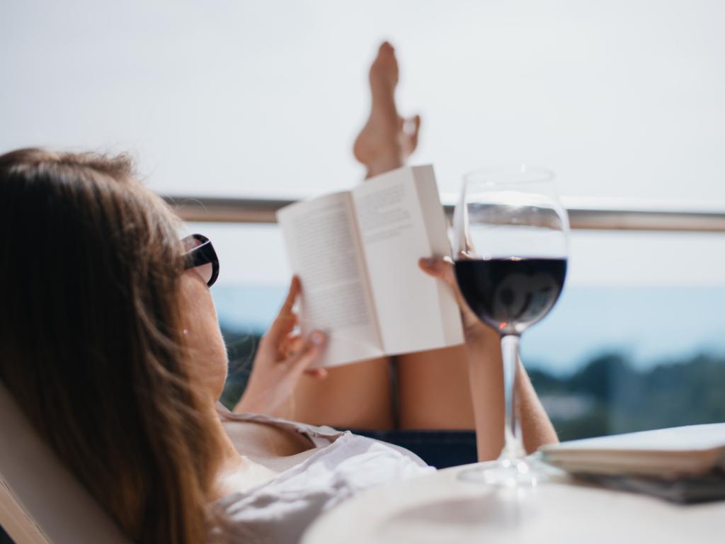 Agatha Christie esete a somlói juhfarkkal – könyvek és italok párban   Nők Lapja