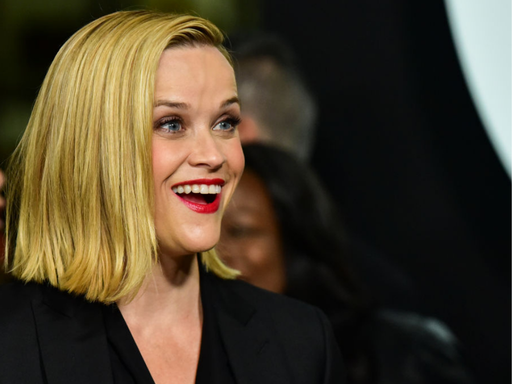 Reese Witherspoon örömében körbetáncolta konyháját az első iskolanapon   Nők Lapja